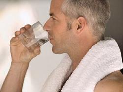 Người cao tuổi dễ thiếu nước